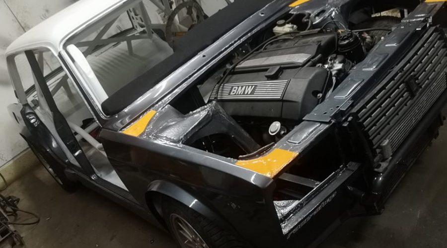 """""""Kettőfél"""" hat henger. BMW motoros hazai drift Lada épülőben!"""